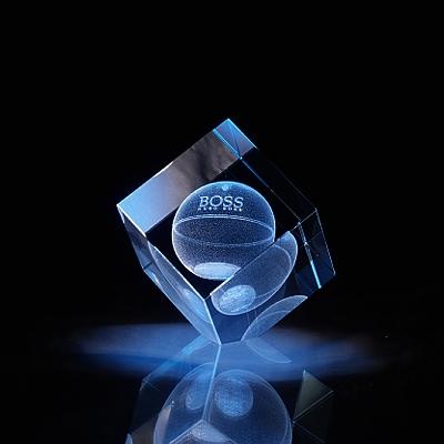 Laser in glas Kubus afgevlakte hoek
